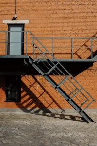 מדרגות חוץ