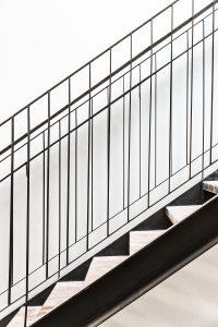 הגבהה למעקות מדרגות